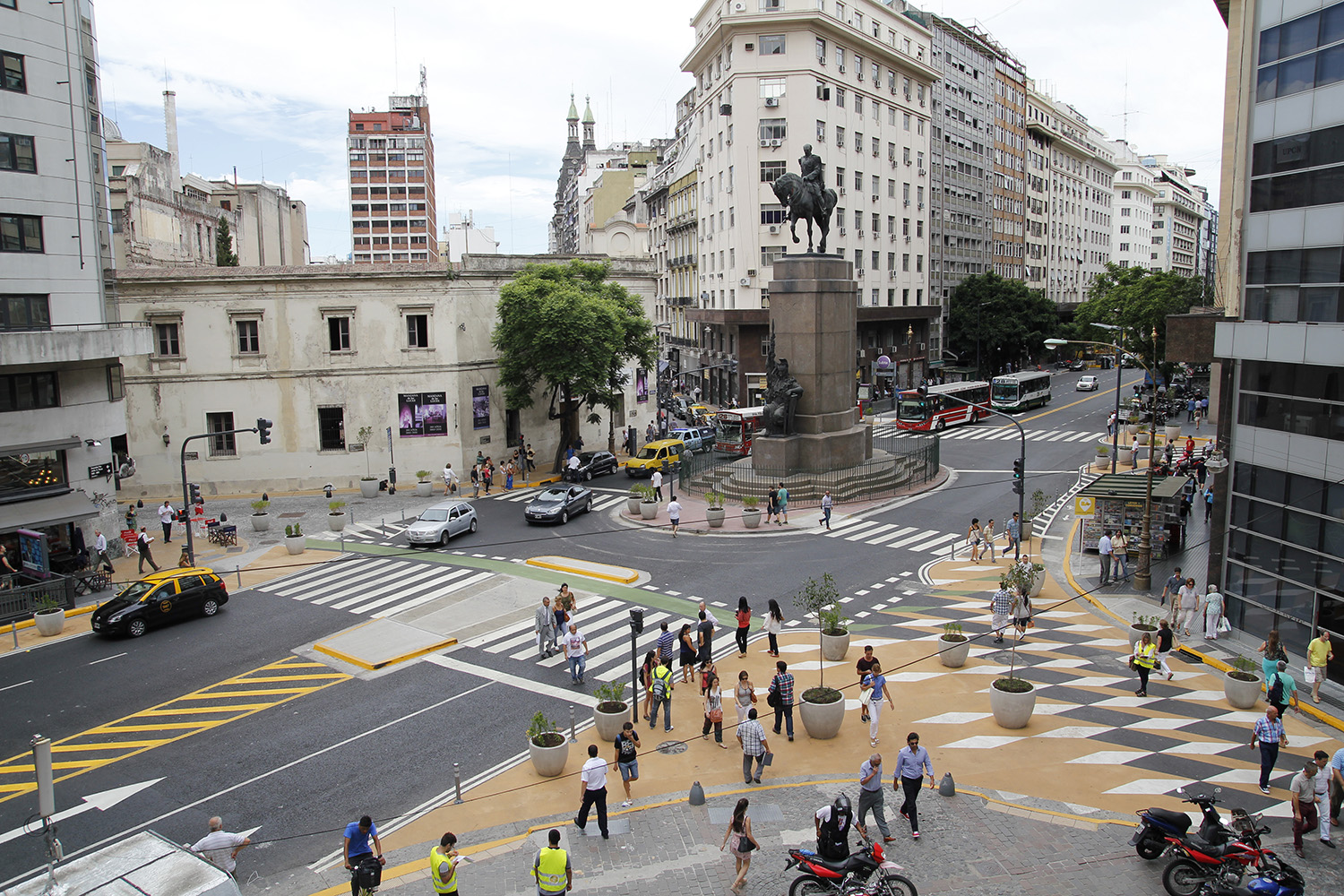 Pedestrian interventions in buenos aires for Ce design buenos aires
